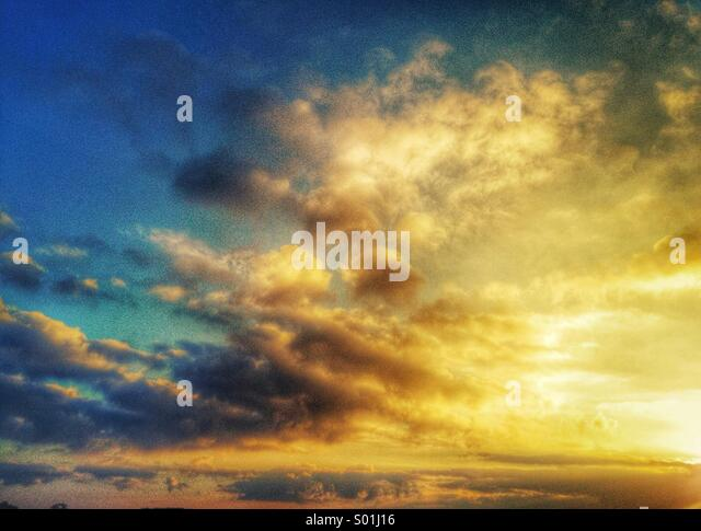 Sunset, hazy cloudscape at dusk - Stock Image