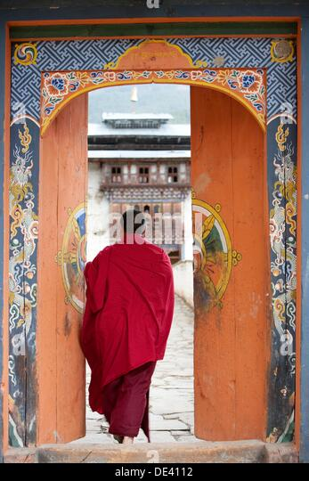 Zong gate and bhuddist monk - Stock Image