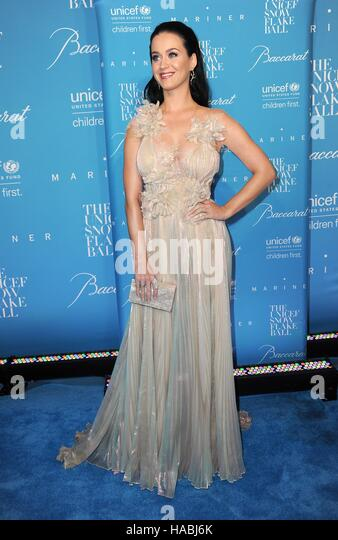 New York, NY, USA. 29th Nov, 2016. Katy Perry at arrivals for 12th Annual UNICEF Snowflake Ball, Cipriani Wall Street, - Stock-Bilder