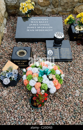 Gravestone of IRA volunteers Sean Bailey, James O'Neill, James McGrillen and Sean McDermott - Stock Image