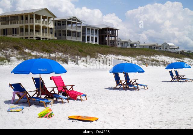 Florida Seaside master-planned community New Urbanism beach Gulf of Mexico coast umbrellas white sand - Stock Image