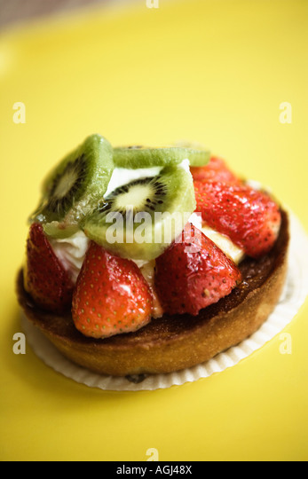 Close-up of a strawberry tart on a serving tray - Stock-Bilder