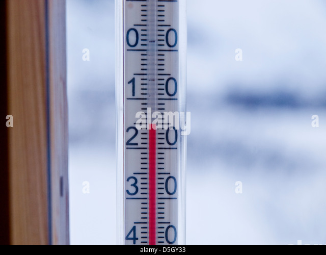 thermometer shows -15 outside a Norwegian mountain cabin - Stock Image