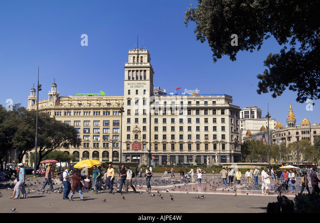 ESP Spanien Barcelona Plaza de Catalunya background Banco Espanol de Credito - Stock Image