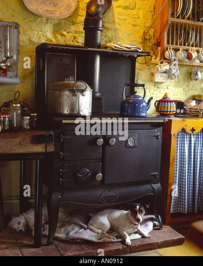 Old Fashioned Kitchen Hob ~ Farmhouse kitchen range cooker stock photos