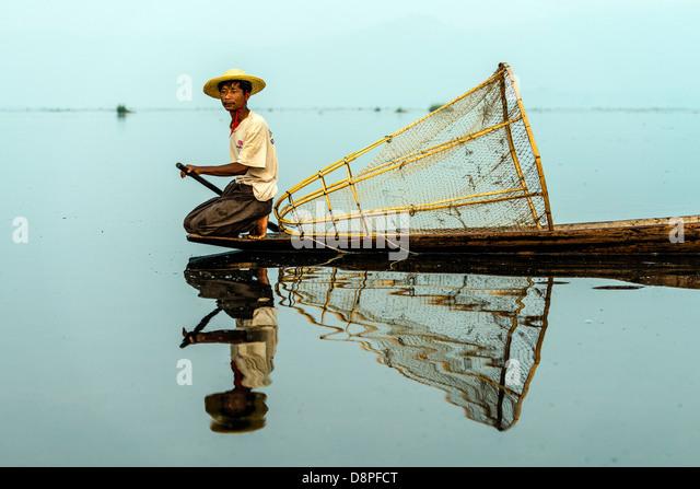 Fisherman fishing with net at Inle Lake Nyaungshwe Myanmar Burma - Stock-Bilder