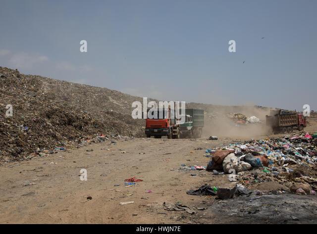 Trucks in Koshe rubbish dump, Addis Ababa region, Addis Ababa, Ethiopia - Stock-Bilder