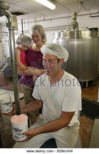 Indiana Valparaiso Valpo Velvet Shoppe ice cream maker dairy frozen dessert business man woman girl hair net sanitary - Stock Image