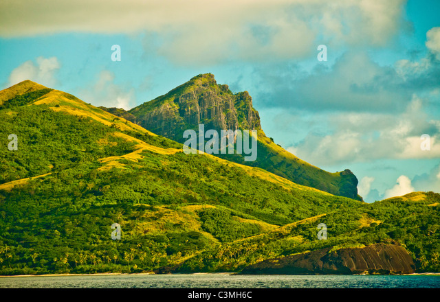 Evening light sets on the mountains of the Yasawa Islands aglow, Fiji - Stock-Bilder