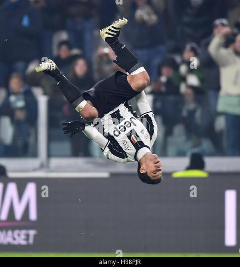Turin. 19th Nov, 2016. Juventus' Hernanes celebrates scoring during the Italian Serie A match between Juventus - Stock Image