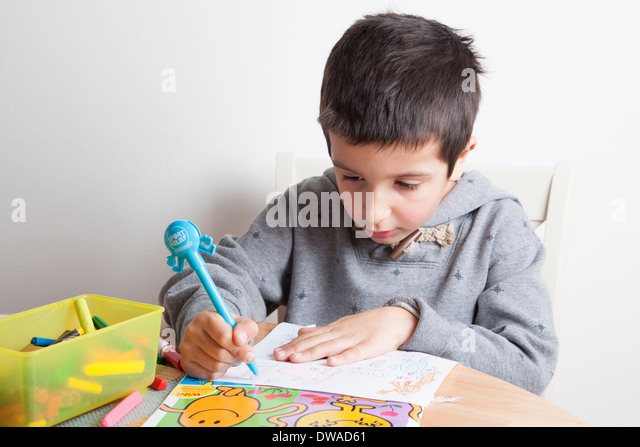 Boy draws a picture - Stock-Bilder