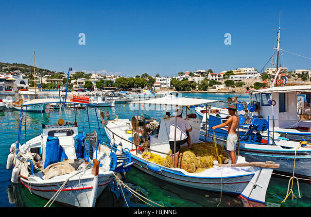 Fishermen with net at the port of Souvala in Aegina island, Greece - Stock Image