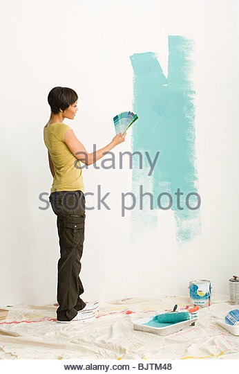 Woman choosing paint color - Stock Image