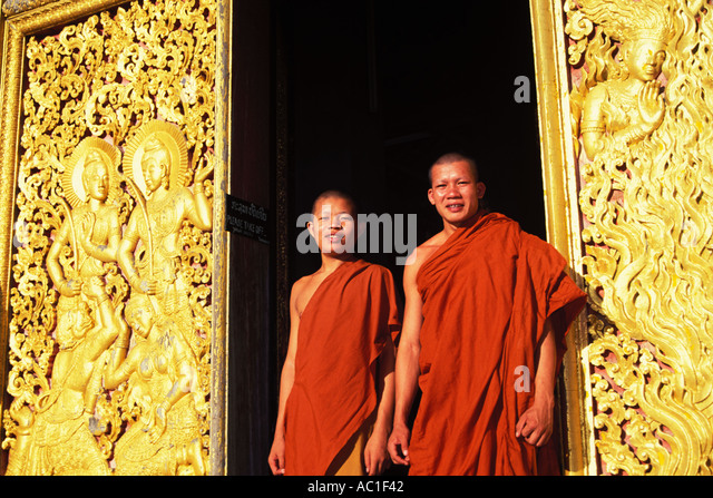 Laos, Luang Prabang, Monks, Wat Xieng Thong - Stock-Bilder