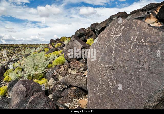 Petroglyph (rock art) on rock, Boca Negra Canyon, Petroglyph National Monument, Albuquerque, New Mexico USA - Stock-Bilder
