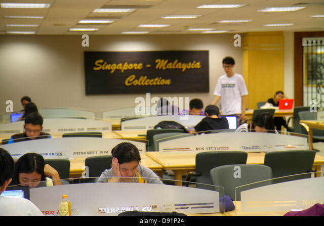 Singapore National University of Singapore NUS school student campus Central Library Asian man woman studying Malaysia - Stock Image