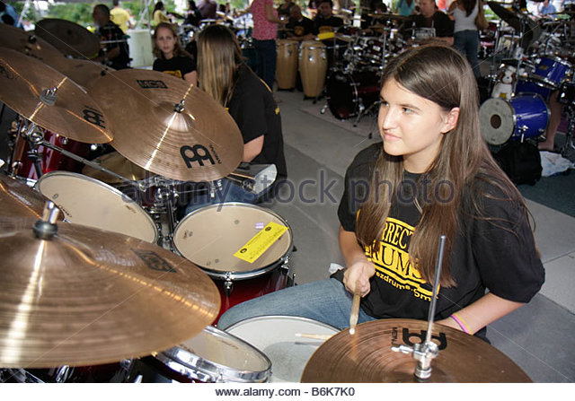 Hollywood Florida Arts Park The Big Beat event attempt break Guinness Book world record most drummers same beat - Stock Image