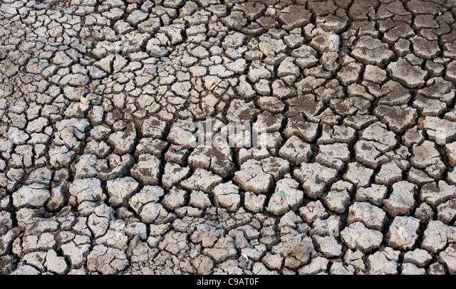how to break down clay soil