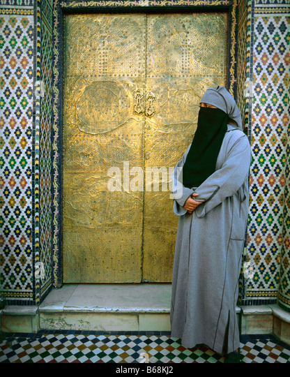 Veiled woman, Marrakesh, Morocco - Stock-Bilder
