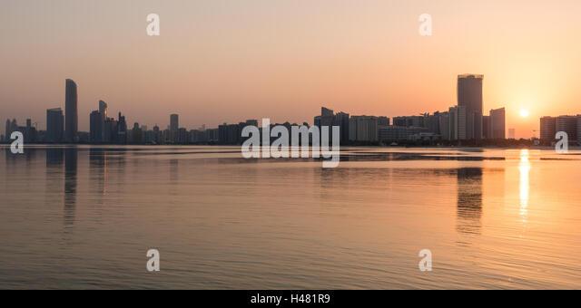 Sunrise over the Corniche of Abu Dhabi, captial city of the United Arab Emirates - Stock Image