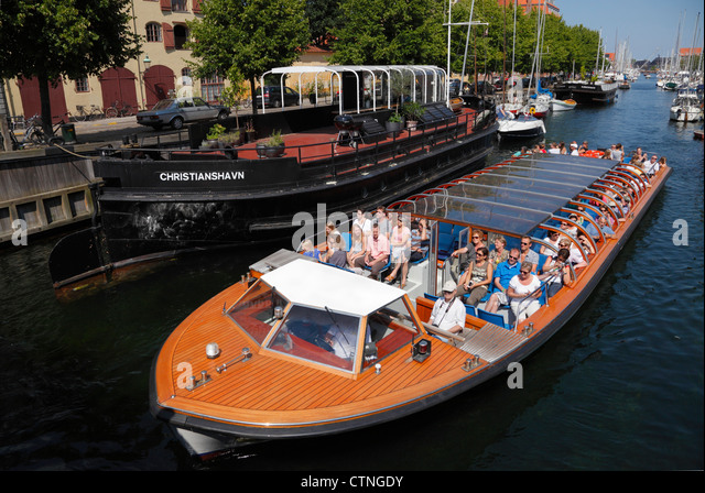 Canal cruise boats in the old Christianshavns Canal in Copenhagen. - Stock Image
