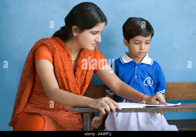Teacher helping a student - Stock-Bilder
