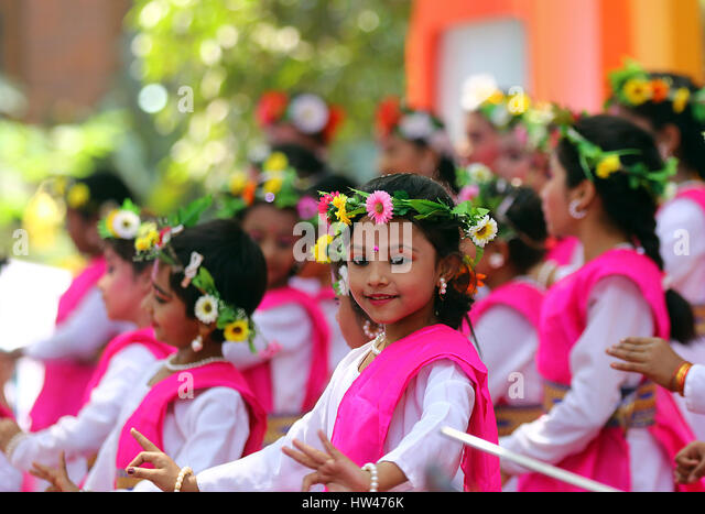 Dhaka, Bangladesh. 16th Mar, 2017. Children dancing at a cultural program, Bokul Tola of Dhaka University's - Stock-Bilder