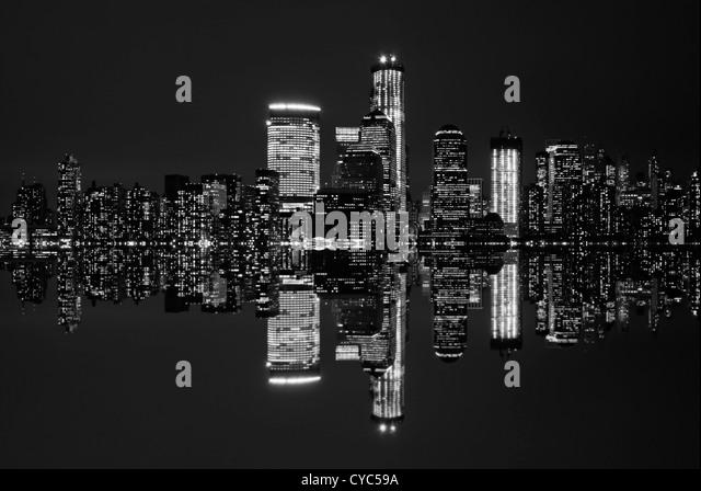 Black and white image of New York City's skyline at night. - Stock Image