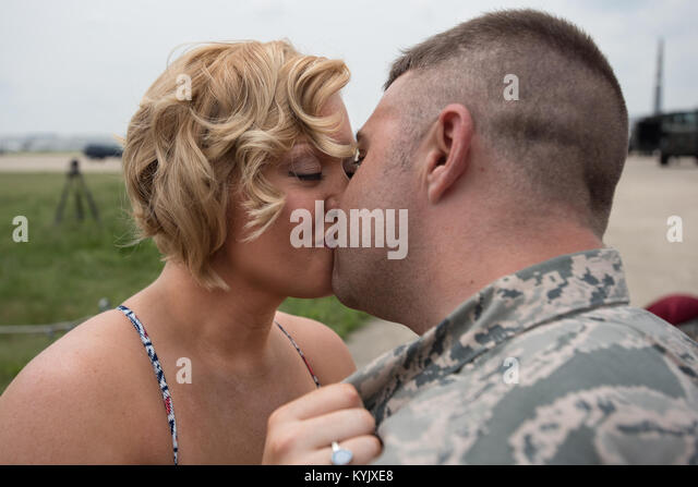 Vanna Jones kisses Tech. Sgt. Mike Johnson, a C-130 crew chief in the 123rd Airlift Wing, after he proposed to her - Stock Image