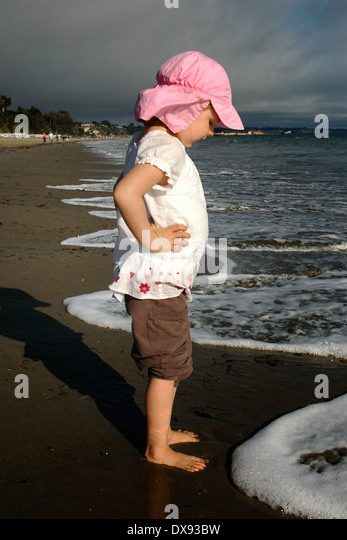 Little girl at surfline - Stock Image