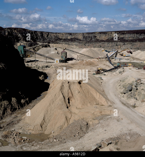 General view of Buckton Vale sandstone quarry, showing crushing plant, etc., near Staleybridge, Greater Manchester, - Stock Image