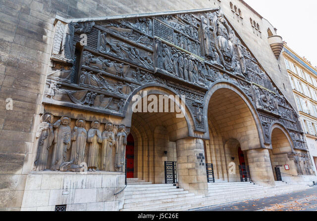 saint pierre de chaillot church stock photos saint pierre de chaillot church stock images alamy. Black Bedroom Furniture Sets. Home Design Ideas