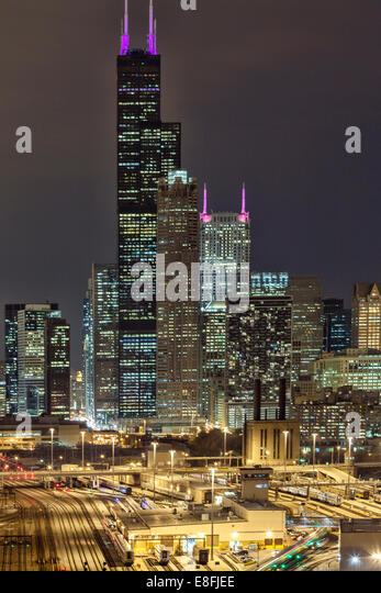USA, Illinois, Cook County, Chicago, Willis Tower at Night - Stock Image