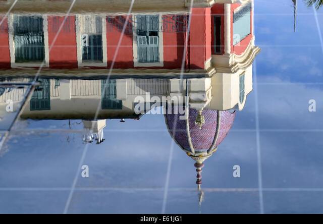 Reflections of Belle Epoch Architecture in Miroir d'Eau Fountains Place Massena Nice Alpes-Maritimes France - Stock-Bilder