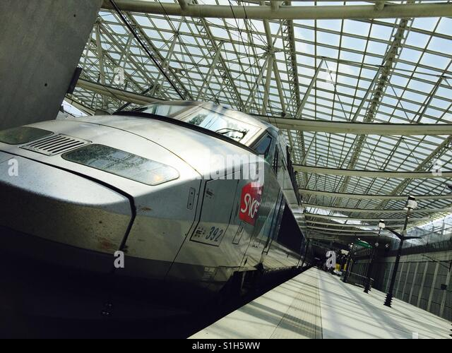 how to buy train tickets at charles de gaulle airport