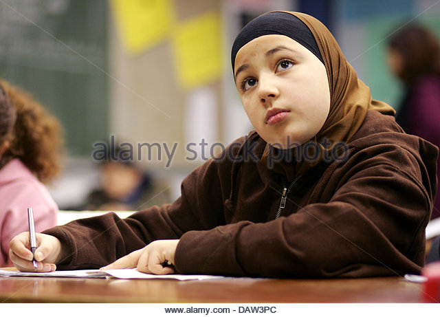 A female fifth grade muslim pupil takes part in an islamic religion lesson at the Freiherr-vom-Stein secondary school - Stock Image
