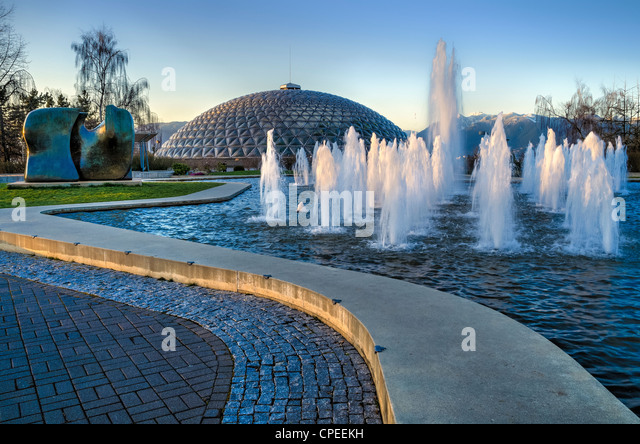 Bloedel Conservatory fountain and Henry Moore sculpture 'Knife edge', Queen Elizabeth Park, Vancouver, British - Stock Image