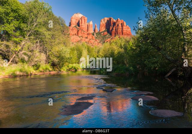 Cathedral Rock at sunset from Oak Creek Canyon in Sedona, Arizona - Stock-Bilder