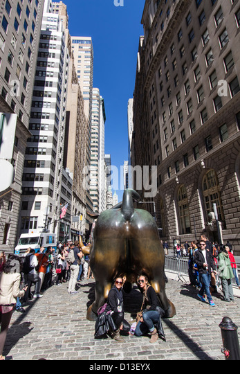 Tourists at The bull of Wall Street, Financial district, New York City, USA - Stock Image