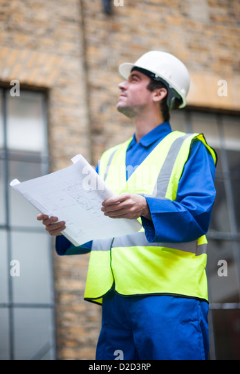 MODEL RELEASED Construction worker wearing a hard hat and a high visibility jacket - Stock-Bilder