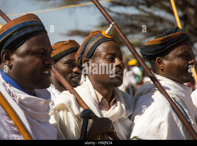 Man wearing kalasha on his forehead during during the Gada system ceremony in Borana tribe, Oromia, Yabelo, Ethiopia - Stock-Bilder