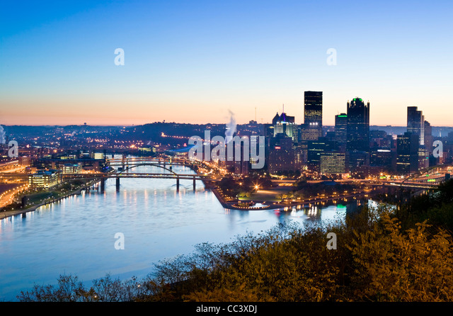 USA, Pennsylvania, Pittsburgh, Golden Triangle Downtown Area from Mt. Washington - Stock-Bilder