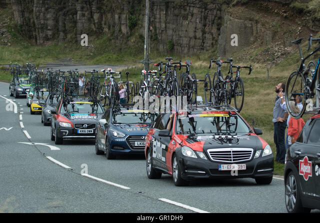 Cheshire, UK. 6th September, 2016. Support cars behind the peloton during the climb to the Cat and Fiddle. Credit: - Stock Image