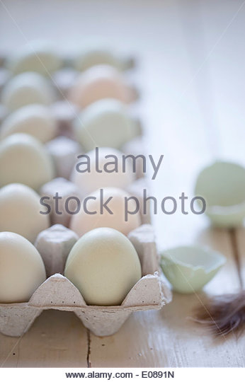 Organic eggs in crate - Stock Image