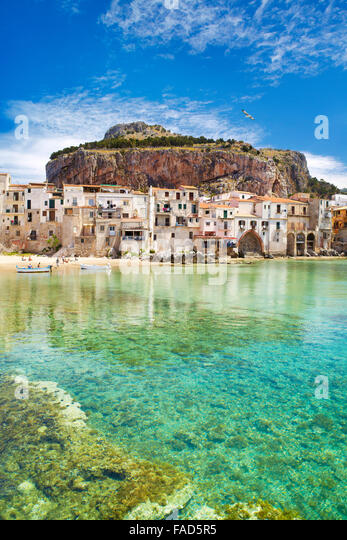 Medieval houses and La Rocca hill, Cefalu old town, Sicily, Italy - Stock-Bilder