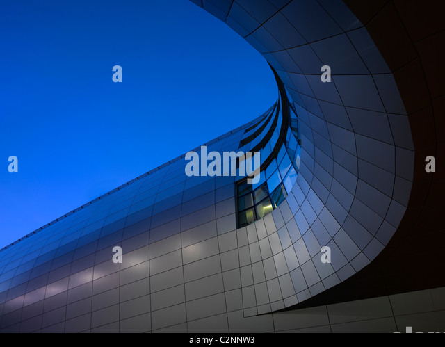 Dublin Airport, Terminal 2. Exterior of walkway. - Stock-Bilder