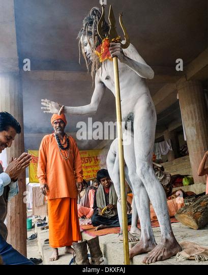 Sadhu, Naga Baba blessing man Varanasi - Stock-Bilder