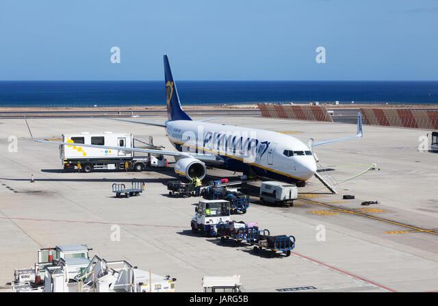 Ryanair Plane on the ground, Lanzarote airport, Lanzarote, Canary Islands Europe - Stock-Bilder