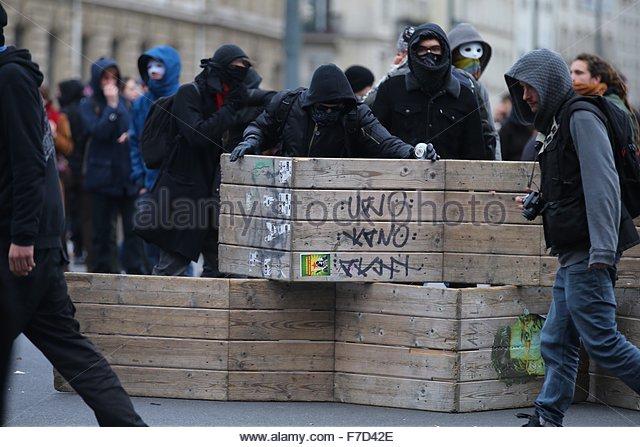 Paris-10E-Arrondissement, France. novembre 29th, 2015. FRANCE, Paris : Demonstrators hiding their faces and stand - Stock Image