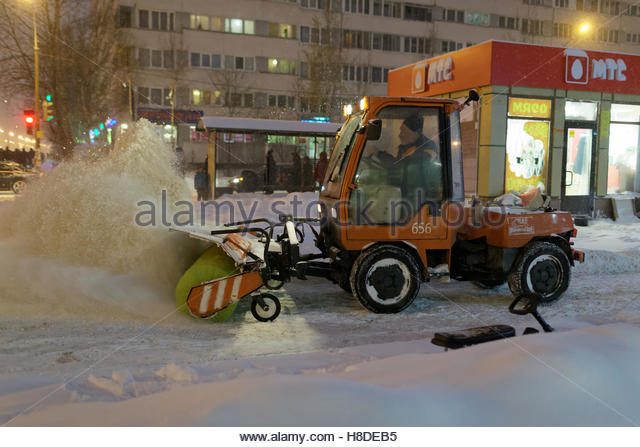 St. Petersburg, Russia, 10th November, 2016. Snowblower at work on Simonova street. More than 20 cm of snow fell - Stock Image